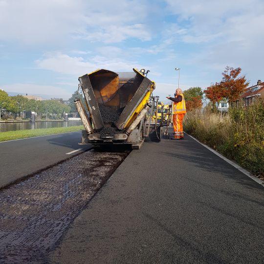Vullen tijdens asfalt reparatie