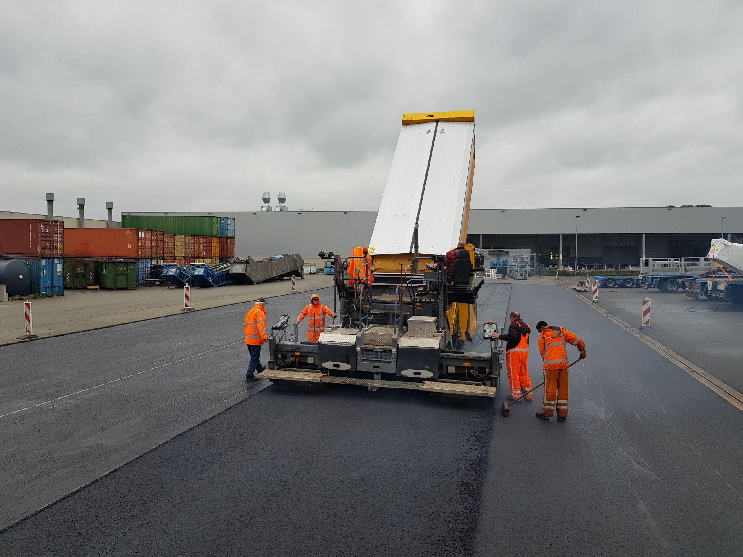 Logistiek terrein asfalteren
