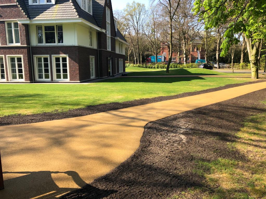 halfverharding van paden door Zwammerdam Groep